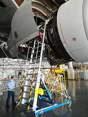 wide-body-aircraft-engine-stand.jpg