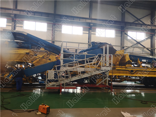 Lifting work platform for train maintenance.jpg