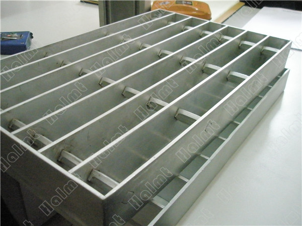 Anodized Aluminum Grating.jpg